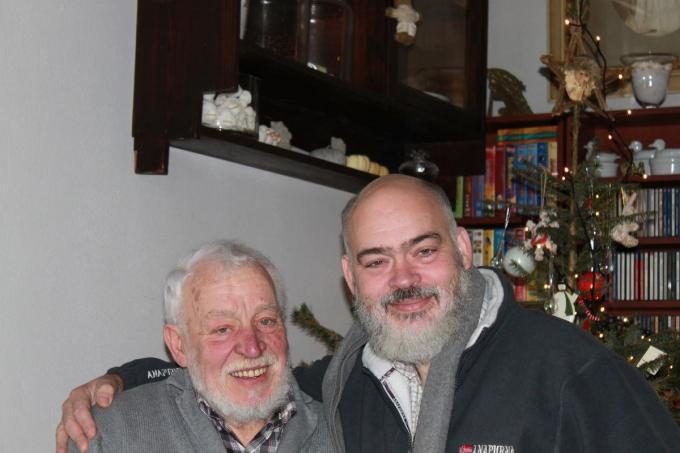 Vader Roland Mathieu samen met zijn zoon Dominique in Damme.