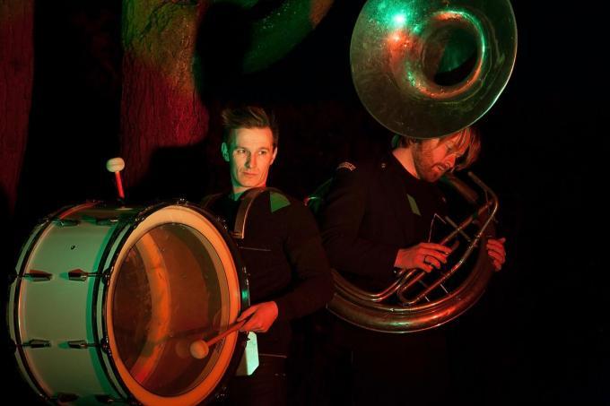 Pieter Deknudt (l) en Nick Herweyers (r) van de band Zinger. (© studiofien.be)