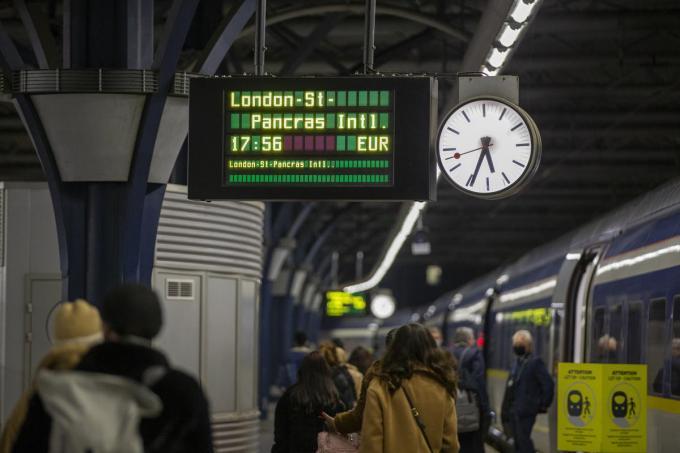 Ook treinreizigers die vanuit een land buiten de EU komen moeten voortaan het PLF-document invullen.© Belga