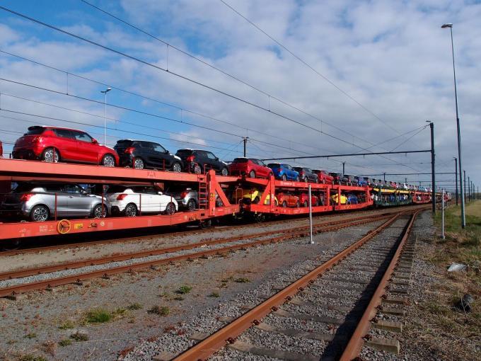 De haven van Zeebrugge behandelde in het eerste coronajaar 800.000 auto's minder.© RJ