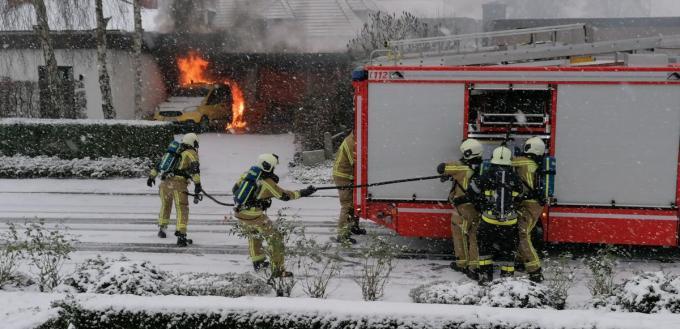 De brandweer kreeg het vuur gelukkig snel onder controle.© NDZ