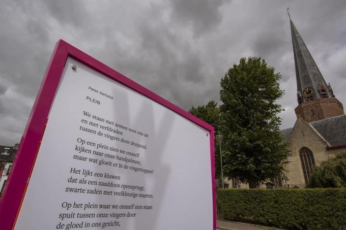 Gedicht van Peter Verhelst op het Watouplein.©MICHAEL DEPESTELE MD
