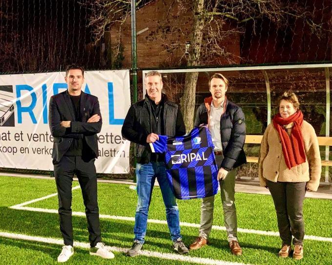 T1 Rodrigue Derycke en T2 Wim Acke worden geflankeerd door sportief manager Gaël Agneray en voorzitter Mia Messeluy.© AV
