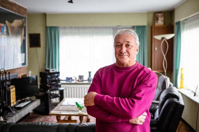 Dirk van Rosmalen is op zoek naar zijn eerste jeugdliefje Patricia die hij 55 jaar geleden leerde kennen aan de zandbak op de Jan Breydellaan in Brugge. (Foto Davy Coghe)©Davy Coghe Davy Coghe
