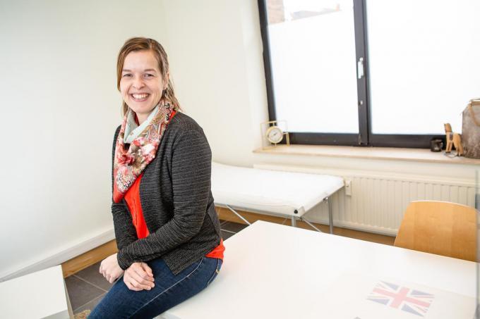 """Tilly Loncke is sinds kort als vroedvrouw aangesloten bij groepspraktijk Het Labyrinth in Brugge: """"Ik heb al heel wat afspraken voor bevallingen eind januari, begin februari."""" (foto Davy Coghe)©Davy Coghe Davy Coghe"""