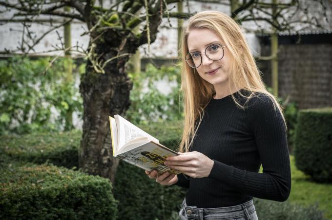 Astrid Sercu heeft met 'Je kunt geen kant op' haar tweede boek uit. Stiekem droomt ze al van een hele reeks, telkens met dezelfde drie vriendinnen. (foto SB)©STEFAAN BEEL Stefaan Beel