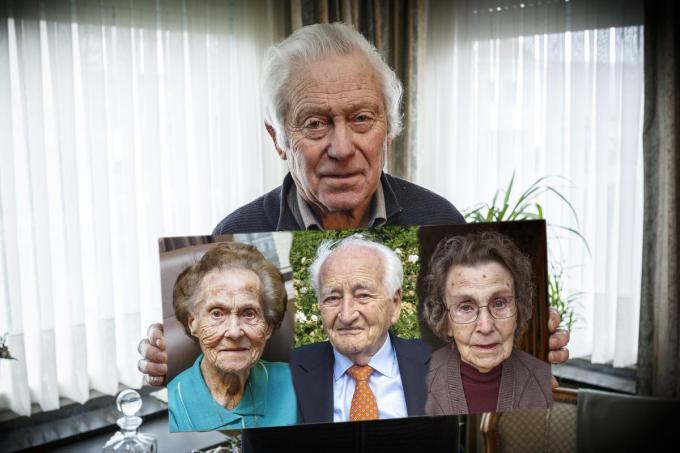 Okra-voorzitter Jacques Verhulst, met foto van de drie 100-jarige leden: Madeleine Vangheluwe, Gerard Berteloot en Maria Noppe. (foto JS)©jan_stragier;Jan Stragier Jan Stragier