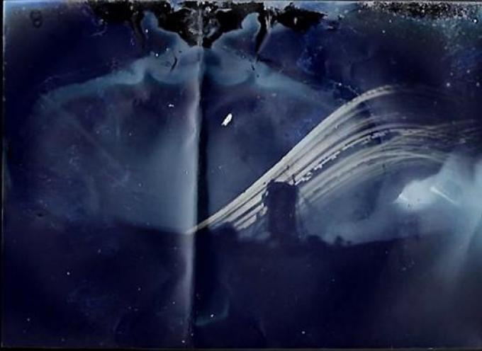 De contouren van de Poelbergmolen hebben zich duidelijk op het fotopapier in het blikje afgetekend. (gf)©Beheerder