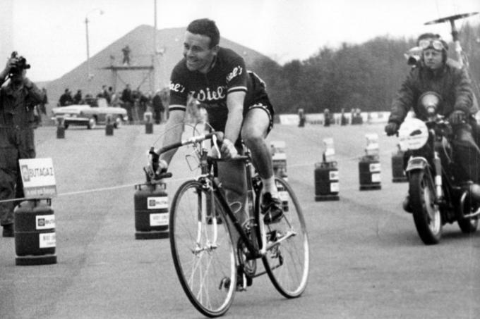 In 1964 won Desmet in de straten van Charleroi de Waalse Pijl. (foto Belga)© BELGAIMAGE