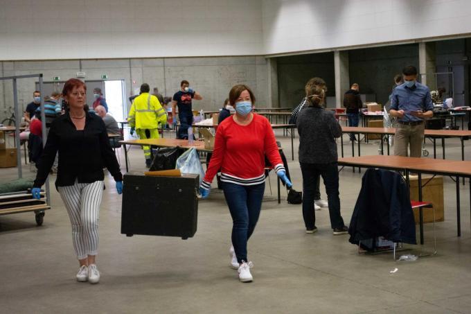 In De Porseleinhallen werden in mei 2020 de eerste maskers verdeeld, vanaf 1 februari komt er een van de 94 Vlaamse vaccinatiecentra.©Stefaan Lernout SL