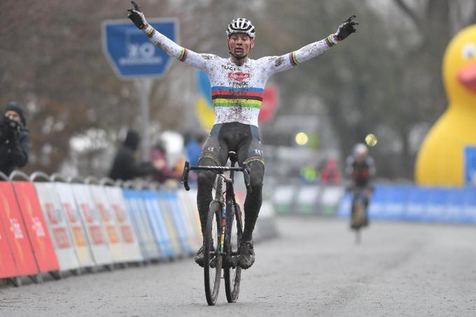 Mathieu van der Poel haalde het ondanks een slippertje in het begin van de wedstrijd.© BELGA