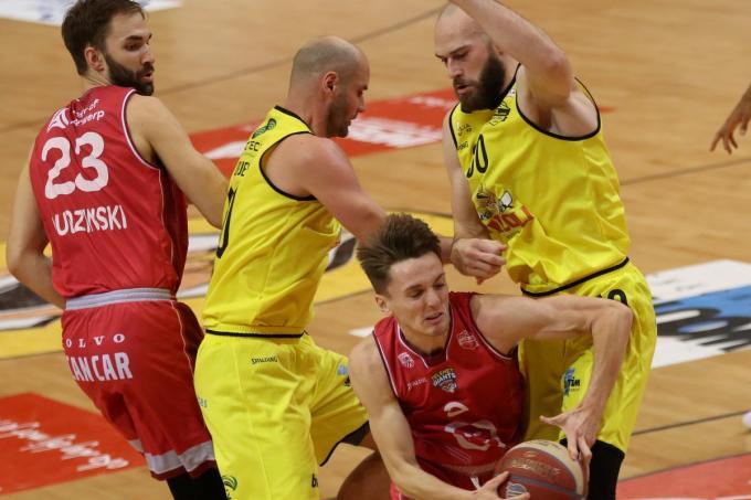 Pierre-Antoine Gillet (rechts met het nummer 30) speelt momenteel op een heel hoog niveau.© VDB