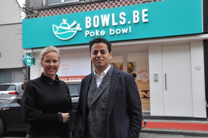 """Ondernemers Stephanie Spillebeen en Ahmed Hilami: """"Hoewel zo'n bowl heel hip en modern klinkt, is dat echt een maaltijd voor iedereen."""" (foto PNW)"""