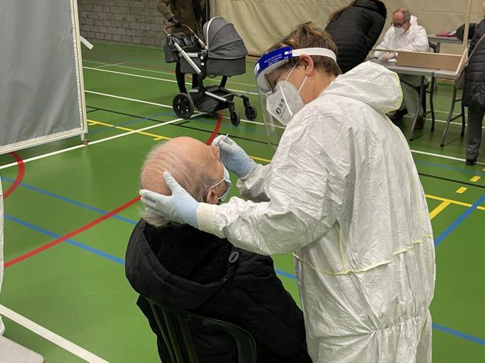 Er werd een testcentrum opgezet in de Koninklijke Stallingen.© JRO