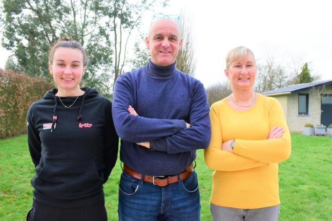 Philippe Castrique samen met vrouw Elsie Decadt en dochter Alana.© ZB