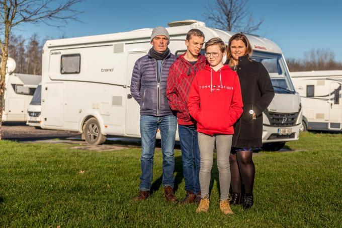Krak Catherine Vanclooster met haar gezin: echtgenoot Christophe De Buck en zonen Louis en Victor.©Wouter Meeus Wouter Meeus