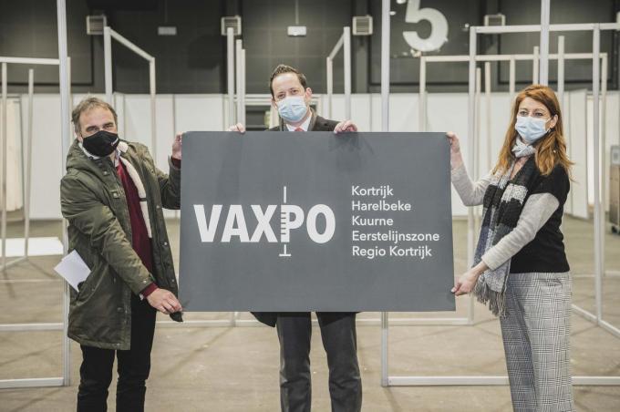 Burgemeester van Kuurne Francis Benoit, Lander Mestdagh van Kortrijk Xpo en Kortrijks burgemeester Ruth Vandenberghe stelden woensdagmiddag het Vaxpo-logo voor.© Olaf Verhaeghe