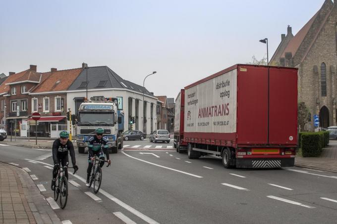 Zwaar verkeer op en rond de Vierhoek is voor veel Tieltenaren een doorn in het oog.©Wouter Meeus WME