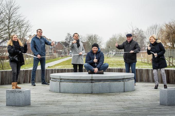 Sophie Ameye, Wim Ameel, Johan Mestdagh, Jeroen Desseyn, Hugo Eeckhout en Anne-Mie Lapeire. Tom Desnouck ontbreekt.©JOKE COUVREUR (foto JCR)