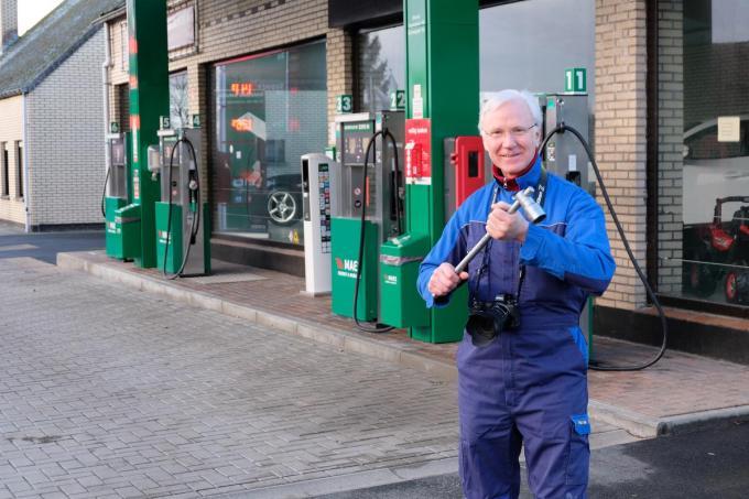 Henk Rogiers is het ene moment garagist, het ander moment fotograaf.© BC