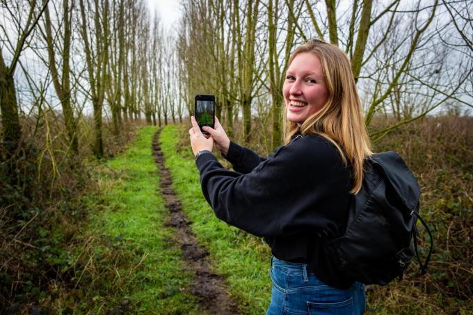 Tine Popelier trekt er wekelijks twee à drie keer op uit. Inzet: de handige legende bij haar wandeltips op Instagram.©Kurt Desplenter Foto Kurt