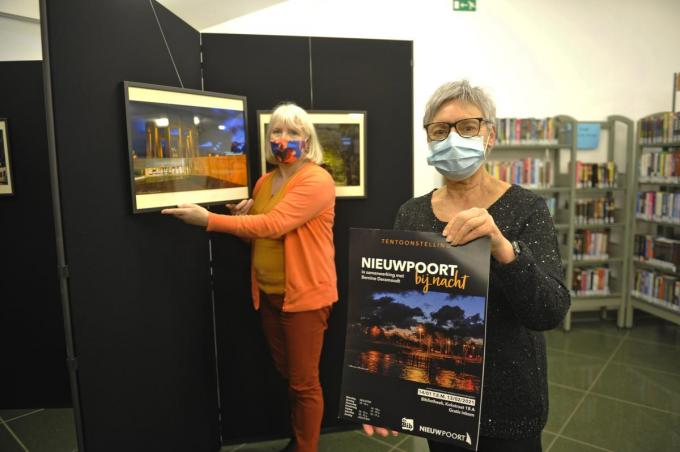 Chantal Bekaert (links) en Bernine Deramoudt stellen 'Nieuwpoort bij nacht' voor.© IV