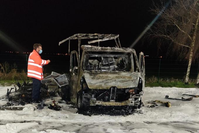 De uitgebrande bestelwagen.© GF