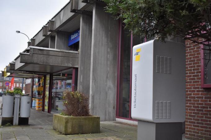 Treinreizigers zullen in het Tieltse station op de ticketautomaat aangewezen zijn om een vervoersbewijs te kopen.© TVW