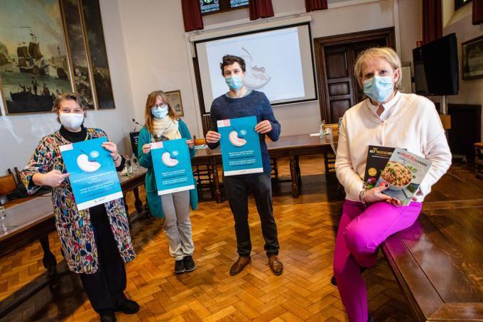 Nancy Verrees, Karine De Batselier, Loick Bekaert en Minou Esquenet zijn erg blij met de resultaten van de campagne tegen voedselverspilling.© Davy Coghe