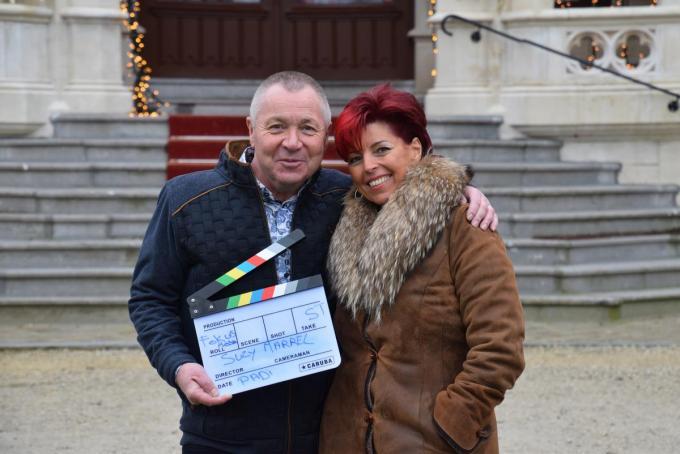 Suzy en haar man Philip tijdens de clipopname in Kasteel D'Aertrycke in Torhout.© PADI/Jens