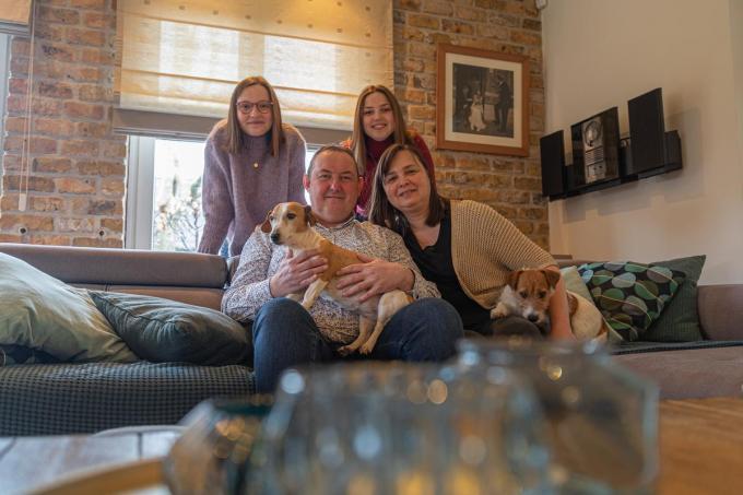 Philip Gryspeert, hier omringd door zijn vrouw Trui en hun dochters Sien en Noor.©Wouter Meeus WME