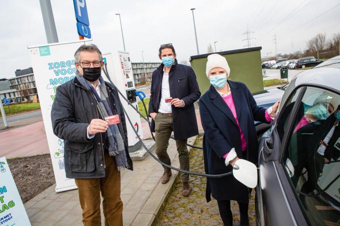 Burgemeester Dirk De fauw, Geert Degroote (Total) en Minou Esquenet.© Davy Coghe