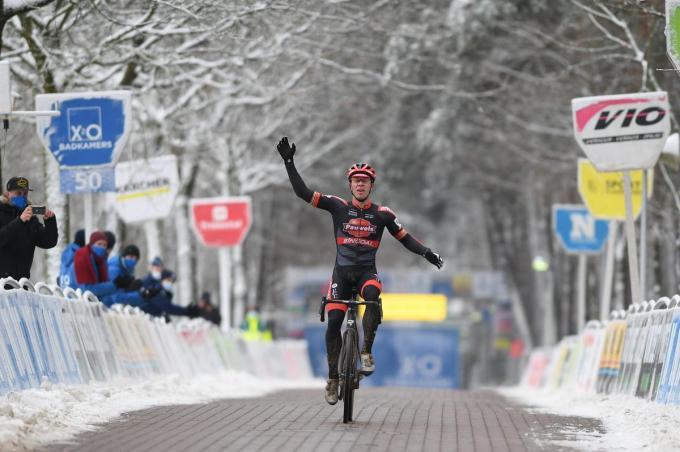 Laurens Sweeck wint de X2O Trofee Veldrijden in Lille.©DAVID STOCKMAN BELGA