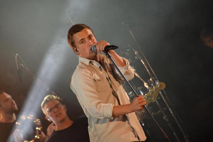 Een foto van Niels Destadsbader tijdens zijn optreden in Kortijk Koerse in Kortrijk.© PADI/Jens