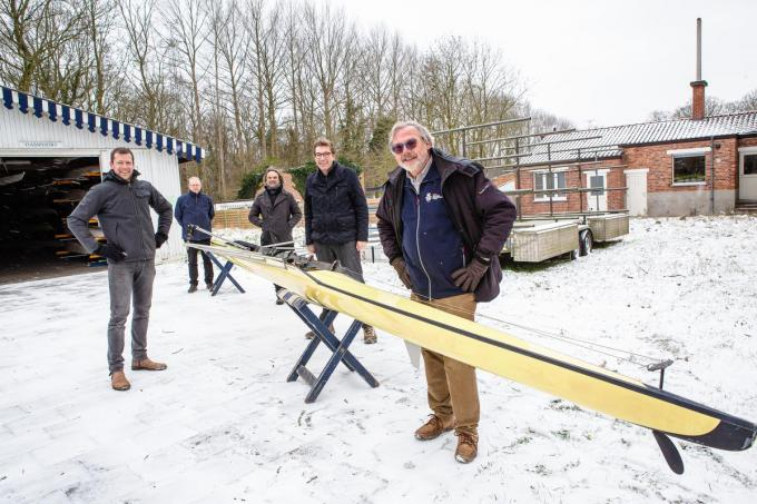 Karel Masureel, Piet Graus, Koen De Vaere, Franky Demon en Hubert De Witte stellen de nieuwe botenloods voor.© Davy Coghe