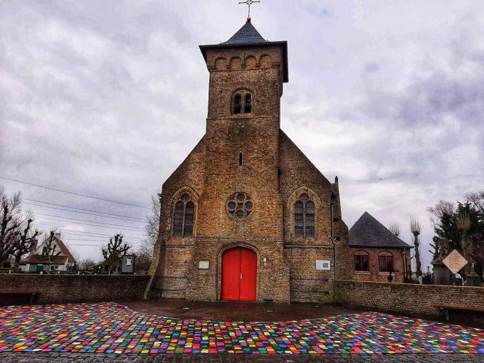 In Booitshoeke kleuren fleurige tegels het dorpsgezicht.©MYRIAM VAN DEN PUTTE