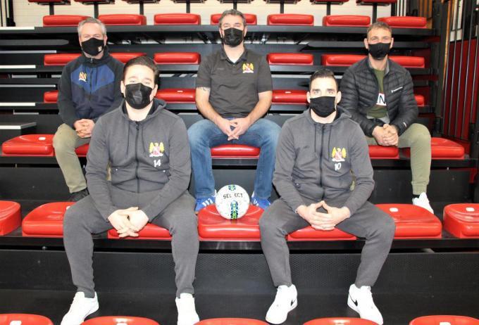 Assebroeke straks in het minivoetbal met Miguel Soetaert, David Van Hamme, Steve Matthys, Birger Longueville, Darco Masselus. (foto ACR)