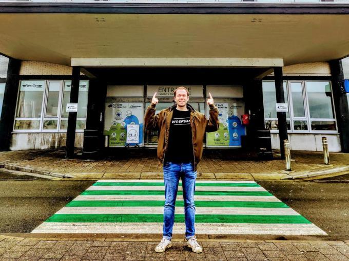Ruben Geerts trekt als DJ WOEFBASS langs vijf verschillende provincies om er vanop een unieke locatie een dj-set te draaien om dj's, artiesten en muzikanten een hart onder de riem te steken.© JRO