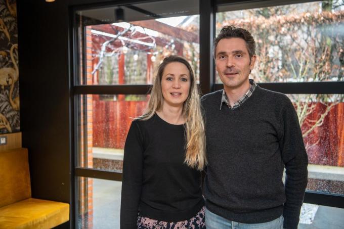 """Katja Berus en Dave Debal van Villared in Izegem. """"De reacties van de klanten doen deugd.""""© Frank Meurisse"""