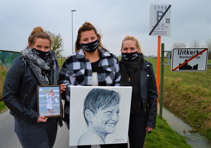 Chelsey, Sally en Tanja laten Uitkerke straks achter zich en trekken te voet naar Scherpenheuvel ter ere van mama Dorine Dagrain.©WK