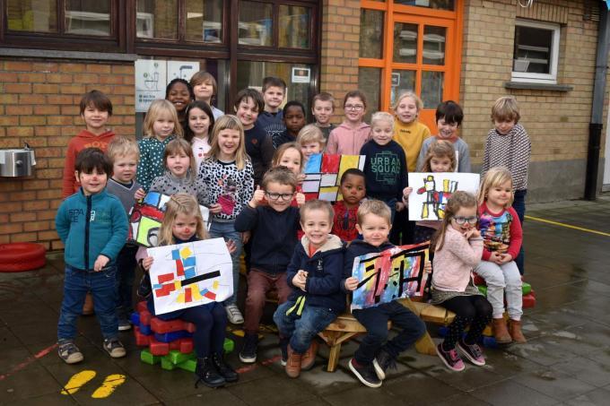 De kinderen van vrije basisschool 't Klavier kijken uit naar hun kunstenwandeling.© EG