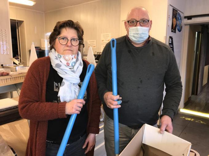 Dorine Veryser en Philip Depoorter hadden de handen vol met het opkuiswerk.© JH