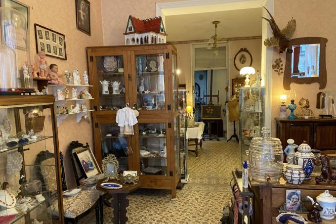 Het antiek-en brocantewinkeltje van Rita Gamme, waar de tijd een beetje stilstaat© KVdm