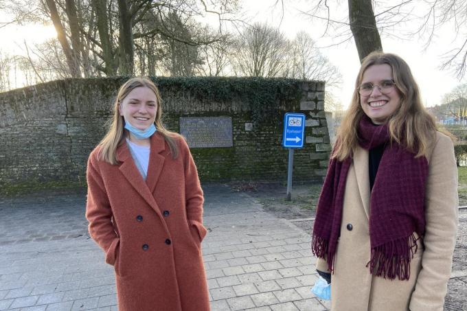 Maud Vandeputte en Kaat Viaene, twee Ieperse studentes© KVdm