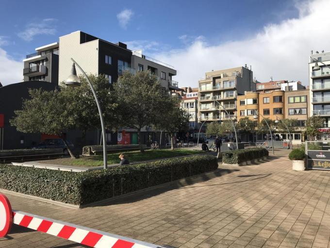Voor de gemeente Koksijde en de politie is het Guido Gezelleplein al langer een probleemgeval.© JH