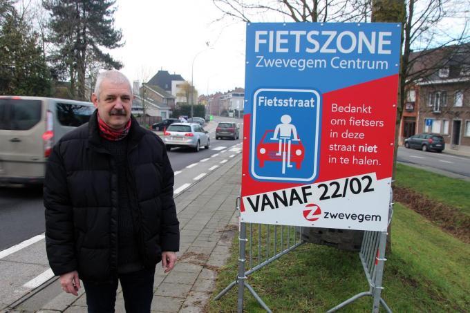 Schepen Desloovere hoopt dat de fietszone op 22 februari kan ingevoerd worden.©Geert Vanhessche