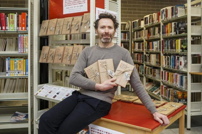 """Bibliothecaris Johan Maes: """"De lezer laat zich als het ware verleiden door boeken."""" (foto JS)©jan_stragier Jan Stragier"""