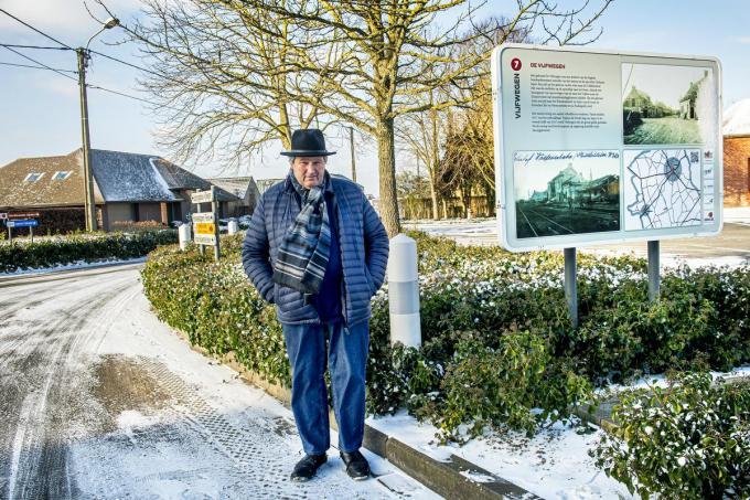 Schepen van openbare werken Geert Moerkerke aan het kruispunt van de Vijfwegen dat heraangelegd zal worden. (foto JCR)©JOKE COUVREUR