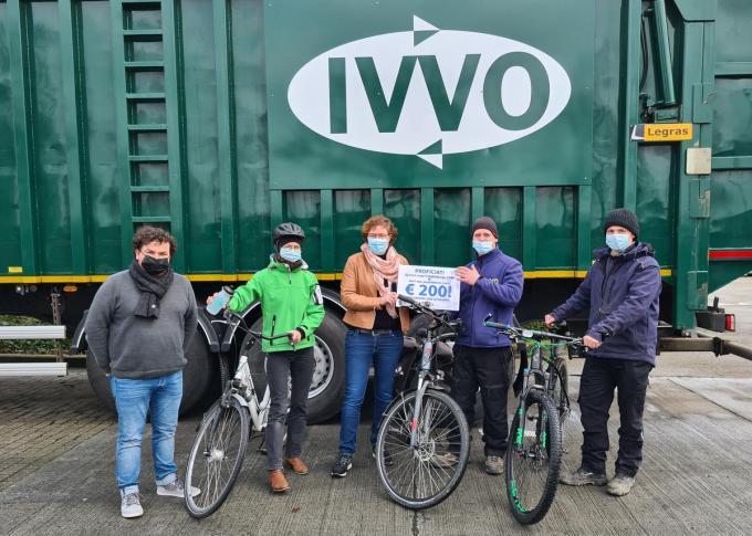 Fietsheld 2020 van IVVO Marino Volckaert neemt zijn prijs in ontvangst. (Foto TOGH)