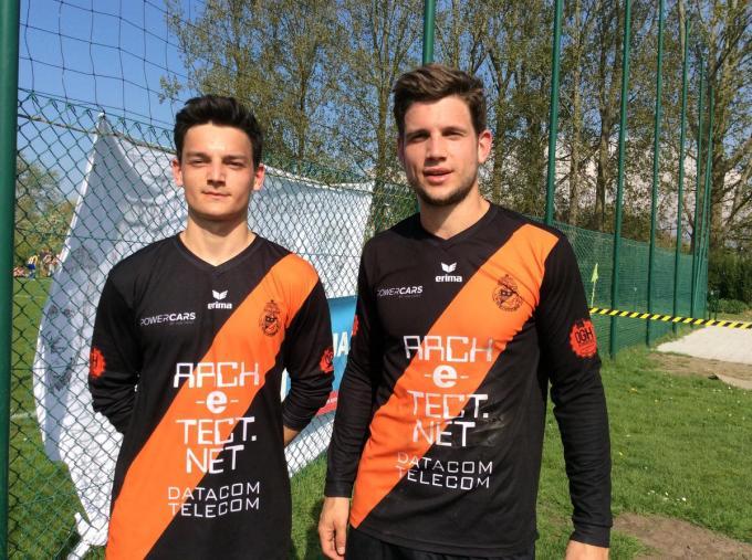 Arne Missinne (rechts), hier op de foto met zijn broer Joren, stopt met voetballen.© JPV